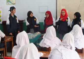 UBD Students was Teaching English during Their Community Outreach Program